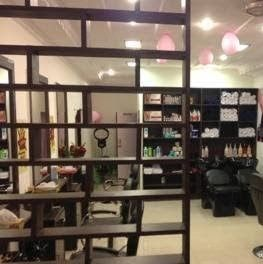 Highlights hair and beauty salon in Rajinder nagar Delhi! They are best hair salon for men and women with unique hair cutting by their hair specialist in Delhi area, India at very cheap rates. Contact at +91 91366 12374 for best hair specialist.