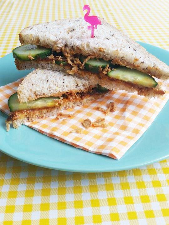 Indische Sandwich met Pindakaas & Sambal Badjak