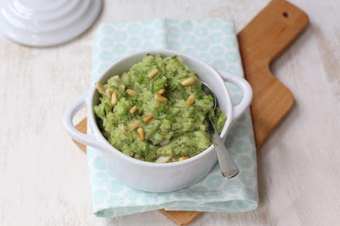 Broccolistamppot met pesto en kip