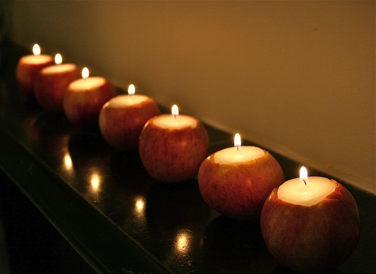 What a perfectly delightful accent decoration for a fall dinner party.: Apples Candles, Fall Parties, Candles Holders, Teas Lights, Decor Candles, Red Apples, Thanksgiving Centerpieces, Fall Dinner, Make Candles