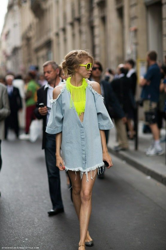 Carolines Mode - fall street style - cut out DIY denim dress with neon