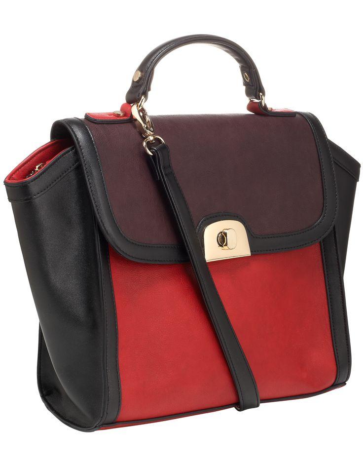 Los accesorios rojos son el complemento ideal de moda para esta temporada por eso en nuestra coleccion #otoño - #invierno traemos lindos accesorios para ti