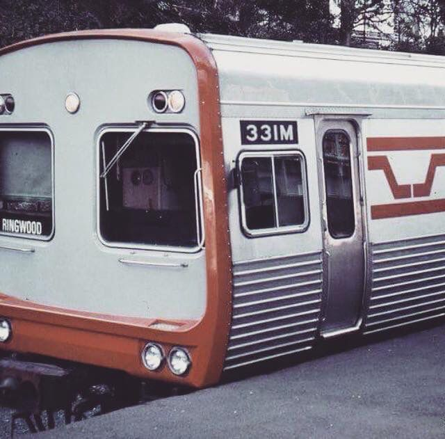 Early Vic Rail livery on a Ringwood bound Comeng