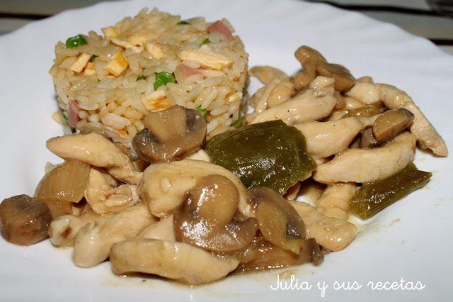 POLLO CON CHAMPIÑONES CHINO     -   500g de filetes de pechuga de pollo      -   300g de champiñones frescos o 1 lata en conserva      -   1 pimiento verde      -   2 dientes de ajo      -   1/2 cebolla      -   aceite de girasol      -   sal      -   pimienta molida      -   4 cucharadas soperas de salsa de soja      -   2 cucharadas soperas de vino blanco      -   1 cucharadita de harina de maíz refinada (Maizena)