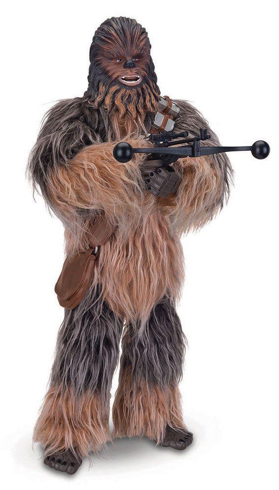 Figura Chewbacca interactiva 42 cm. Con luz y sonido. Star Wars Episodio VII. Thinkway Toys Estupenda y esperada figura del personaje de Chewbacca interactivo de 42 cm de altura, con efectos de luz y sonido, 100% oficial y licenciada con el que los peques fans de la saga seguro se lo pasarán de miedo jugando.