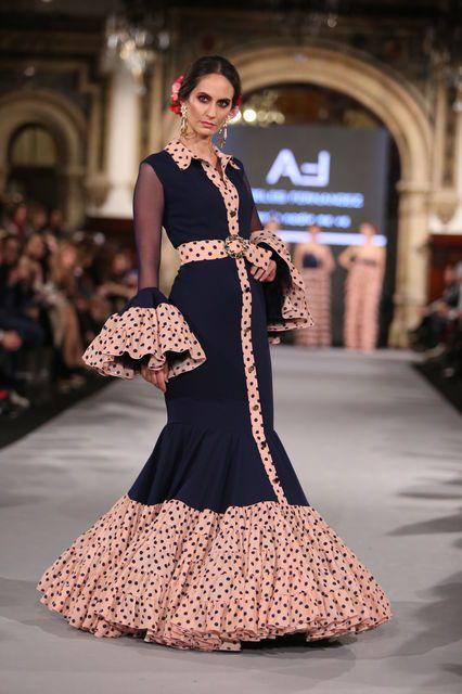 La diseñadora presenta 'Cuando nadie me ve' una colección en la que ha reinventado los patrones clásicos desestructurando el vestido de flamenca.