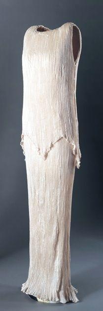 'Delphos' dress, Mariano Fortuny, 1920's. Pleated silk.