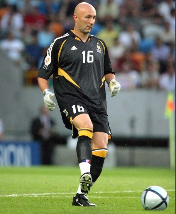 Fabien Barthez - 1998 Golden Glove Winner. Get your FREE DOWNLOAD of the SportsQuest app at www.sportsquestapp.com @SportsQuestApp
