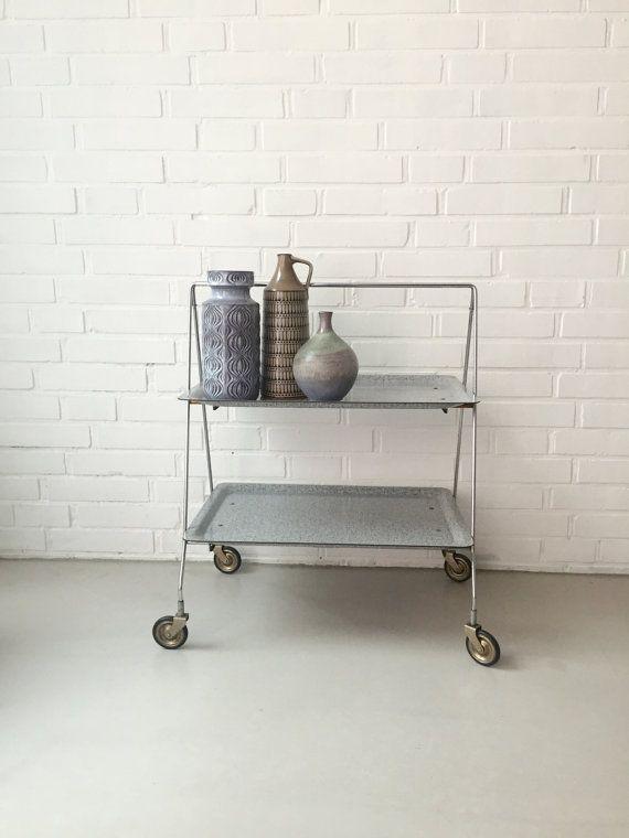 vintage kleiner tisch teewagen dinett beistelltisch mid century klapptisch servierwagen mit. Black Bedroom Furniture Sets. Home Design Ideas
