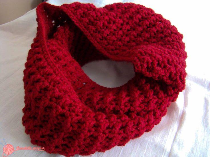 Cuello infinito Rojo Granate confeccionado totalmente en ganchillo en punto vareta cruzada con su paso a