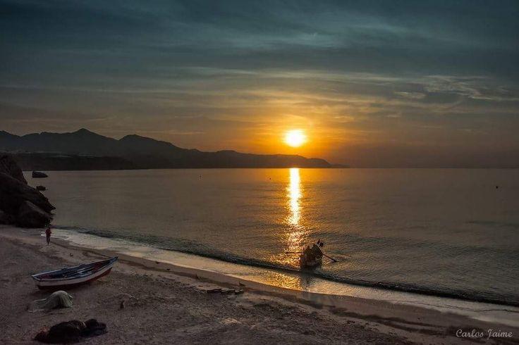 ¡¡Buenos dias #Málaga !!.Amanecer en Playa de Calahonda, #Nerja  #FelizJueves  Temp.mín./máx. 20 / 30 °C Claro, con sol y agradable Viento. 14 km/h Humedad relativa: 88% Luna: Nueva visible Salida del sol: 7:20 horas Puesta del sol: 21:29 horas.  Fotografia de Carlos Jaime