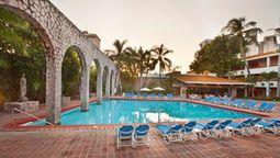 Located in Mazatlan (Zona Dorada), El Cid Granada is convenient to Punta Camaron Beach and El Cid Country Club Golf Course.  This hotel is within close proximity of Sea Shell City Museum and La Gran Plaza Mall.