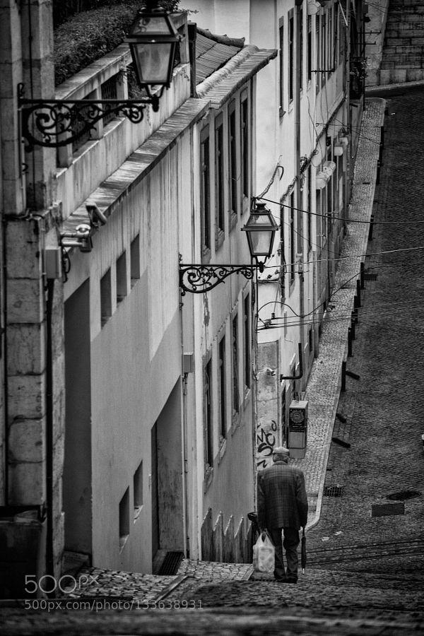 Street moments in Lisboa.