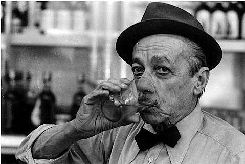 Adoniran Barbosa - João Rubinato conhecido como Adoniran Barbosa, foi um compositor, cantor, humorista e ator brasileiro. Representava em programas de rádio diversos personagens.  Adoniran ficou conhecido nacionalmente como o pai do samba paulista.