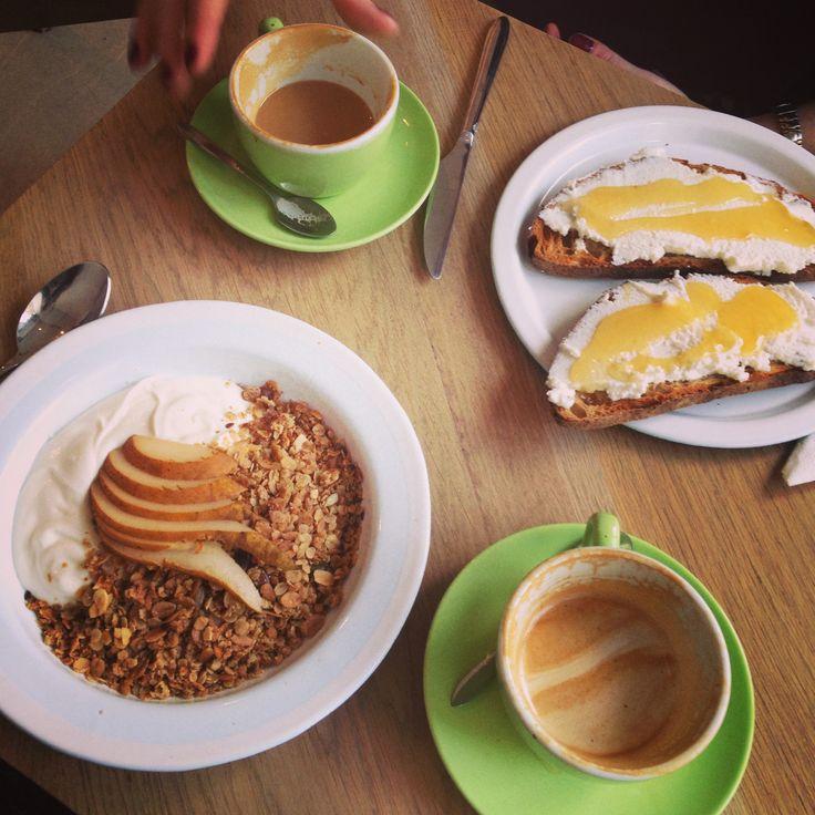 Fondation Café ligger i et av de beste områdene i Paris for mat og drikke, og passer perfekt for en tur til Marais. 16 Rue Dupetit-Thouars, 75003 Paris.