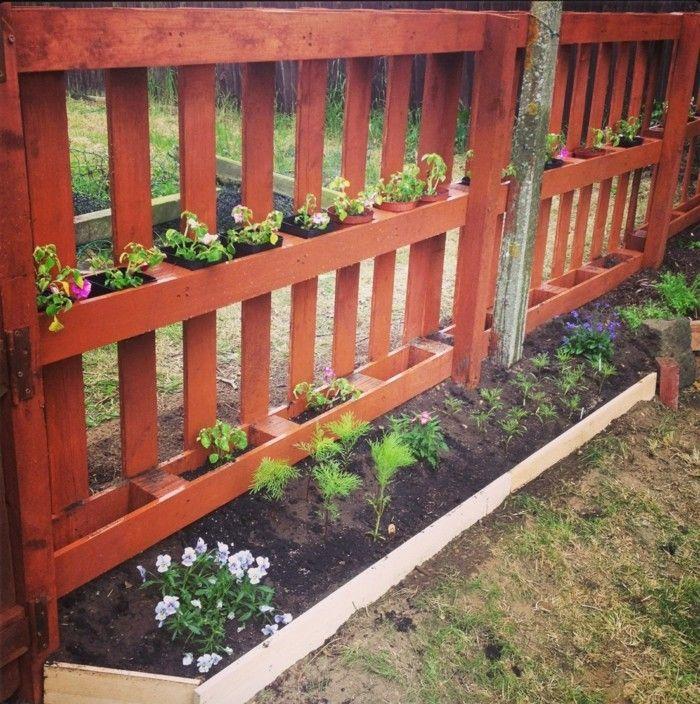 diy ideen für den garten zaun aus paletten selber bauen mit pflanzenbehältern