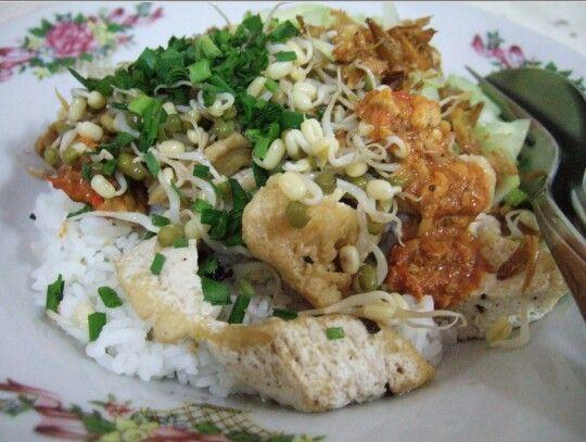 """Kuliner Khas Cirebon, """"Sega Lengko"""""""