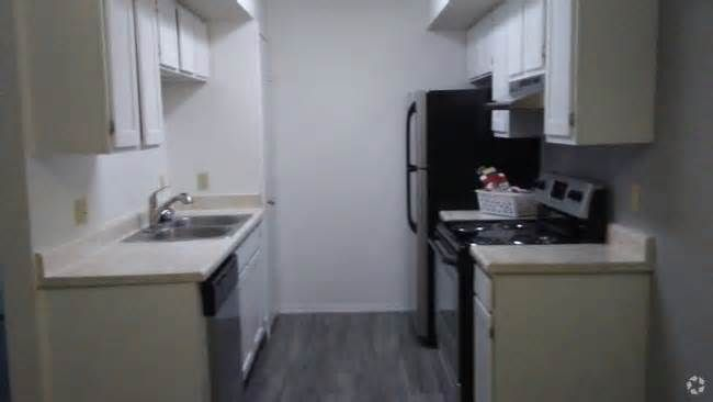 Yukon Apartments for Rent Yukon residents enjoy the benefits of relaxed living in a small town centrally located in the state of Oklahoma. Many nearby parks and lakes are nearby, and there is easy access to Oklahoma City. This town is located close to major metropolitan attractions ...