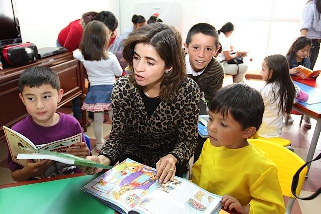 La Viceministra de Cultura lee cuentos a los niños de Toca / Crédito @Milton Ramírez (@FOTOMILTON) Mincultura 2012