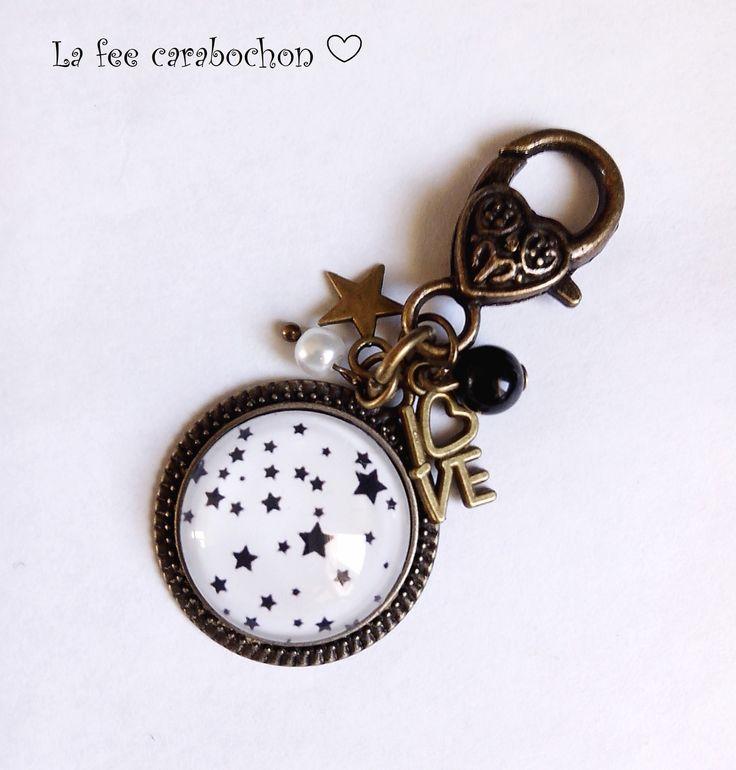 bijou de sac / porte-clés motif * petites étoiles * noir blanc, cabochon verre : Porte clés par la-fee-carabochon