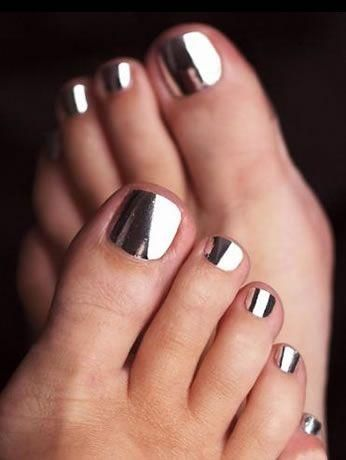 ~ Talk about pedicures!  What a fun way to display color.  These toes are decked out in metallic silver foil; I'd love to see them encased in a great pair of Bernardo leather tie sandals or black stiletto heels for the summer or any time of the year. ~