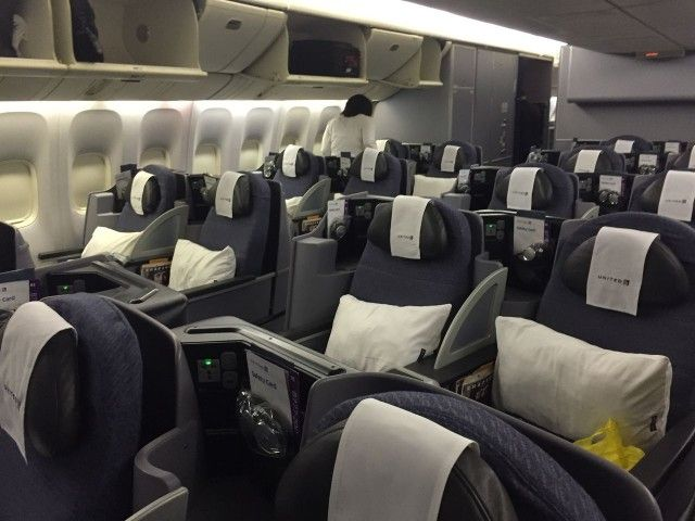 United Airlines Aircraft Fleet Boeing 777 200 Business Class Cabin Interior Design And Seats Cabin Interiors Boeing 777 Cabin Interior Design