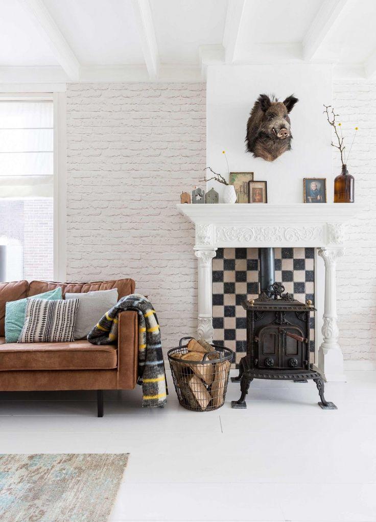 leren bank woonkamer | leather couch livingroom | vtwonen 11-2016 | photography: Hans Mossel | styling: Sabine Burkunk