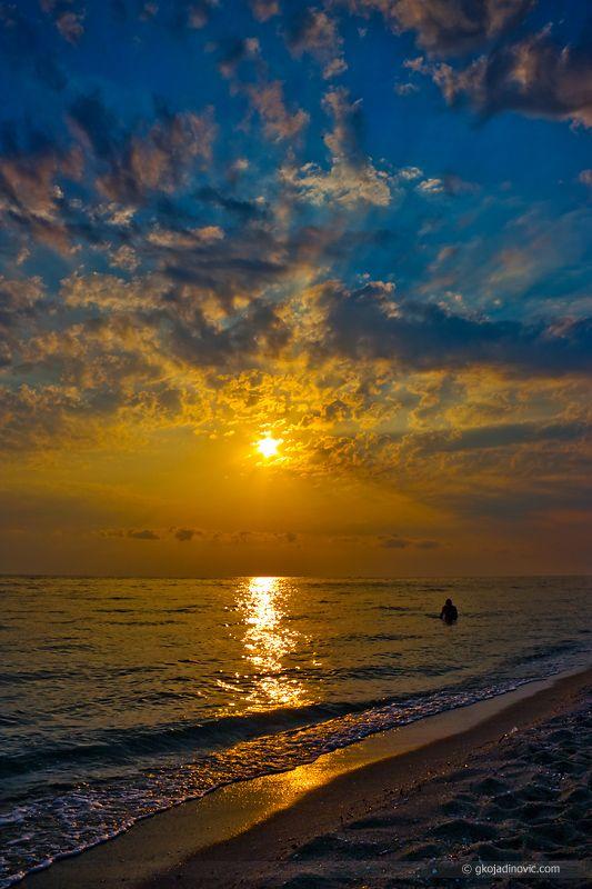 Sunrise at Nei Pori © 2011 Goran Kojadinović (early morning in Neoi Poroi - Greece)