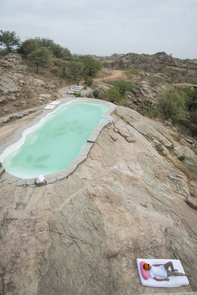Rock cut pool at Lakshman Sagar resort in Rajasthan — LOVER #hotel