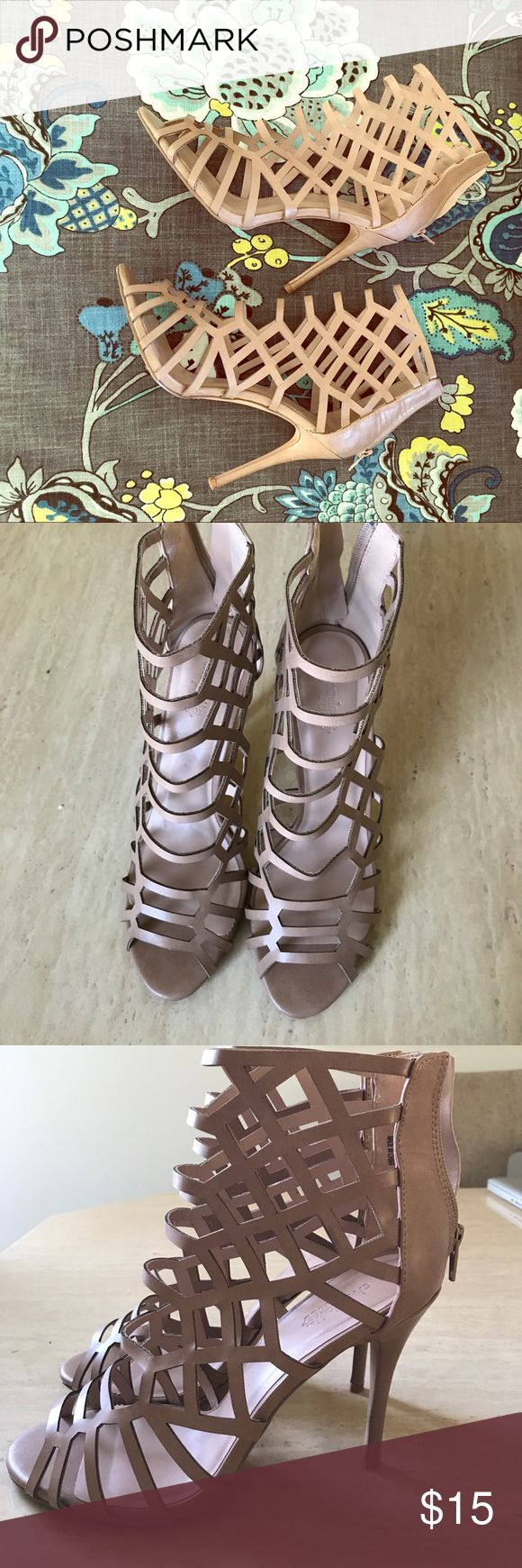 Nude Gladiador Sandals 4 in heels, Brand new condition. Zíper on the back. Size 9 Charlotte Russe Shoes Sandals