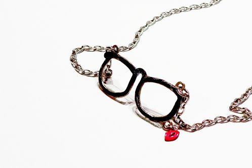 http://www.cityblis.com/item/9194      TheDailyObjects - KissGlasses - $ 180 by OGIGIOIELLI      Nacklace, silver, enamel, oxidation.