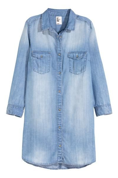 Длинная джинсовая рубашка: CONSCIOUS. Длинная джинсовая рубашка из мягкого стираного Tencel® лиоцелла. На рубашке рукав длиной три четверти и нагрудные карманы с клапанами на пуговицах. Крашеные металлические пуговицы. Боковые карманы.