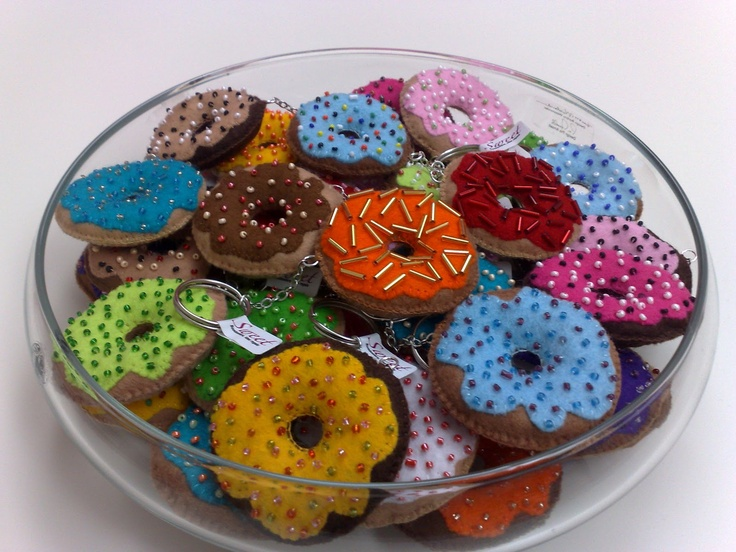 Felt donuts keyrings :) So sweet!!  hand made by www.sweetcreazioni.blogspot.com