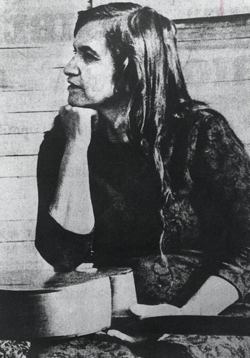 """""""Tanto que me decía la gente: «Gavilán, gavilán tiene garras». Y yo sorda seguí monte arriba, gavilán me sacó las entrañas"""", siempre presente Violeta Parra."""