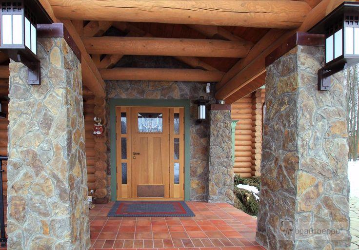 Двери входные в загородном доме