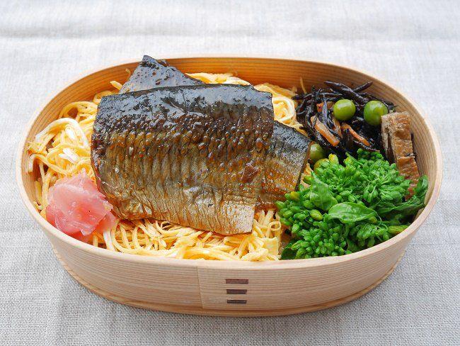 鰊重(玄米ご飯250g、刻み海苔、錦糸卵、鰊煮、生姜甘酢)ひじき豆、菜花辛子浸し