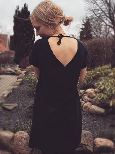 Søde Simone fra bloggen An ode to fashion. Her i Fawn dress til 690 kr ;) Så flot ;) http://www.anodetofashion.com/2015/03/new-black-dress.  http://www.blackswanfashion.dk/produkt-visning/fawn-dress.aspx http://www.blackswanfashion.com/product-view/fawn-dress.aspx