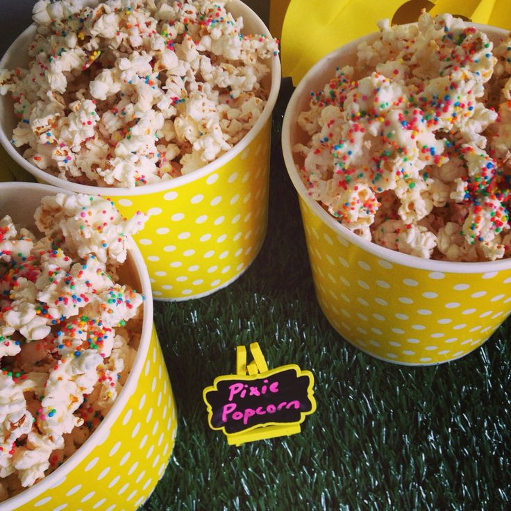Pixie popcorn with white chocolate