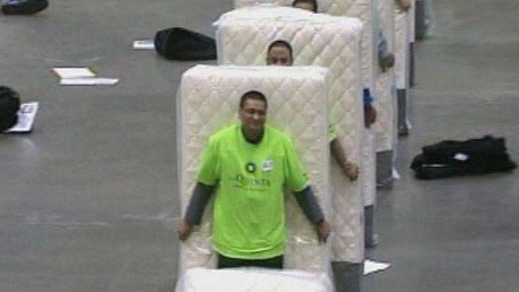 Amerika Birleşik Devletleri'nin Louisiana eyaletinde 850 kişinin katıldığı rekor denemesinde, yataklı domino rekoru ABD'ye geçti.