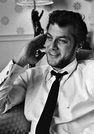 Definitely my favourite old hollywood actor, Tony Curtis, genius! WOW he's gorgeous!