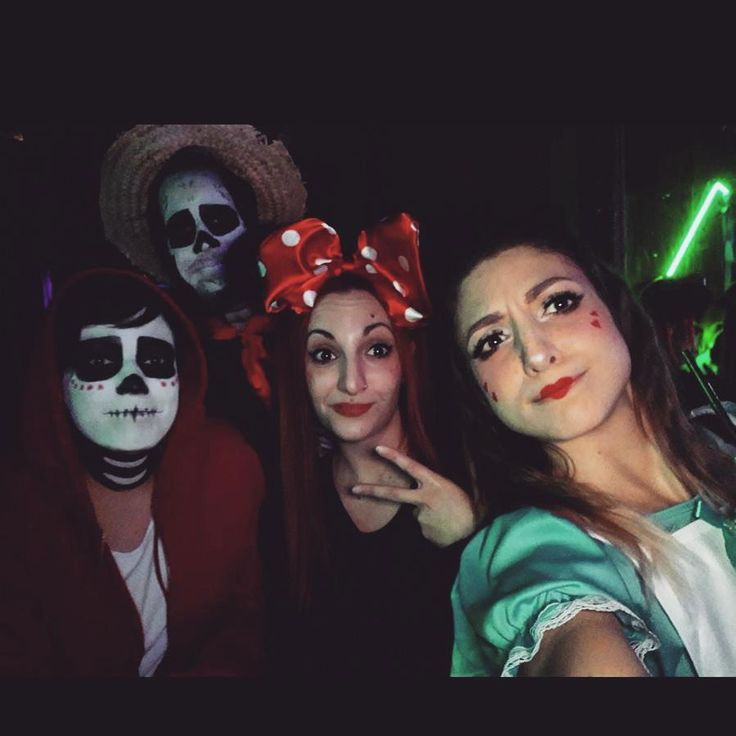 Alice and her friends . . . . #carnival #carnivalparty #party #furore #seratereggiane #costume #carnevale #cosplayer #disneycosplay #disney #minnie #alicecosplay #aliceinwonderland #lifestyle #minniecostume #l4l #like4like #disco #kawaii #friends #coco #happyvibes #可愛い #hangover #cococosplay #lifestyleblogger #alicenelpaesedellemeraviglie #dailyblog #lovinglife