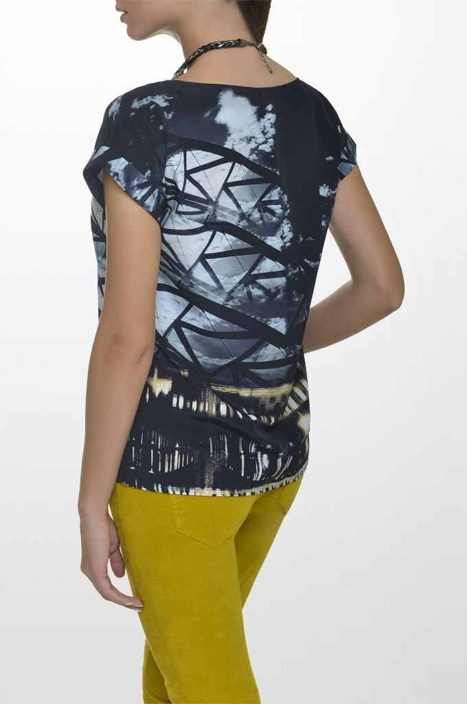 Sarah Lawrence - short sleeve printed top, straight leg velvet pant, necklace.