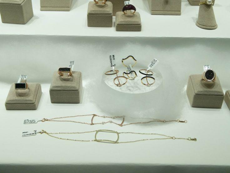 Μοντέρνα βραχιόλια, δαχτυλίδια σεβαλιέ και διπλά δαχτυλίδια που φοριούνται σε δύο δάχτυλα!   Τσαλδάρης στο Χαλάνδρι #fashion #jewels