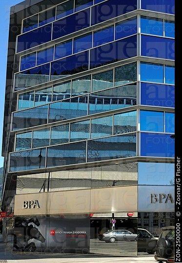 Bankgebäude einer der Filiale Banca Privada d'Andorra BPA, Andorra La Vella, Andorra Fürstentum / construcción de una sucursal de la Banca Privada d'Andorra ...