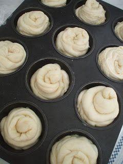 Egy új csoda született a konyhámban. A Pinteresten jött velem szembe ez a süti és egész héten ezen kattogott az agyam, muszáj volt elkészíte...