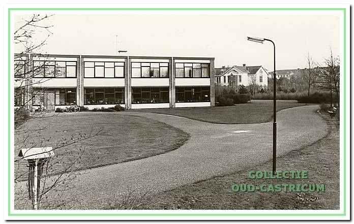 402226: paviljoen Koningsduin op Duin en Bosch, gebouwd in 1960 en gesloopt in 2011, op de achtergrond twee oude gebouwen te weten schellingkbosch en hoograde, gesloopt rond 1985