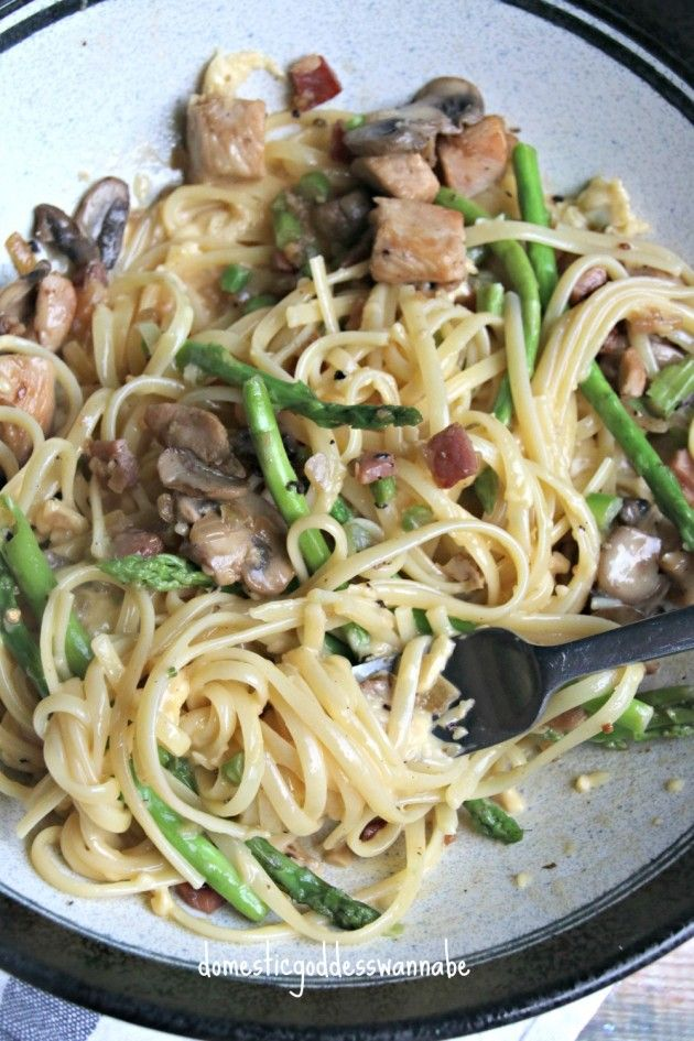 Linguine Carbonara with Chicken, Pancetta, Mushrooms and Asparagus. Easy!!