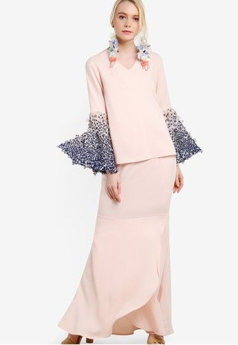 Pleated Ombre Sleeve Kurung from Lubna in pink_1