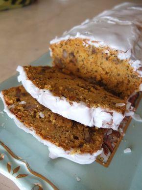 Carrot cake - BEST EVER sans gluten & sans lactose (mais ça, on s'en fiche) – 130 g de farine de riz – 20 g de farine de quinoa – il faut compter 150 g de farine en tout, libre à chacun de modifier le type – 70 g de sucre de canne blond – 1 sachet de sucre vanillé – 1 sachet de levure – 1 cuillère à soupe de graine de pavot – 1 càc de cannelle en poudre – 1/2 càc de muscade en poudre – 170 g de carottes râpées – environ 2 carottes bio – 3 oeufs – 1 orange – on aura besoin du zeste puis du…