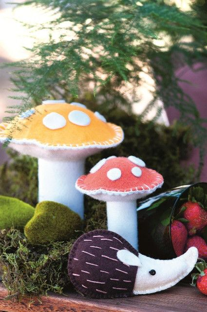 Fantasy forest party: Turn your tables into a forest fantasy with these easy to make Harry the hedgehog felt decorations.